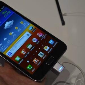 Samsung Galaxy Note N7000 Quadband 3G GPS Unlocked Phone $350USD