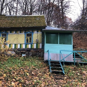 Продаётся участок 20 соток п. Колосово с небольшим домом
